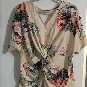 NWOT Knot front kimono style floral top size L